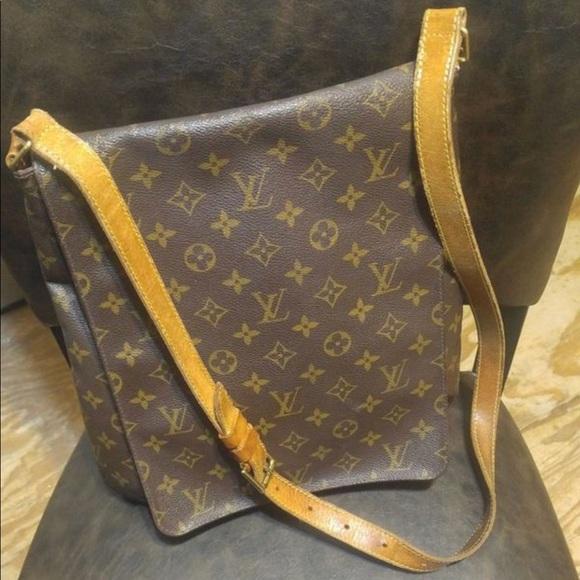 bc7f9bd64aa66 Louis Vuitton Monogram Musette Salsa Crossbody Bag. Louis Vuitton.  M_5adf5d4c8290af8ddcaa867b. M_5adf5d56a44dbedbf2ab1557.  M_5adf5d5f36b9de2317d958ca
